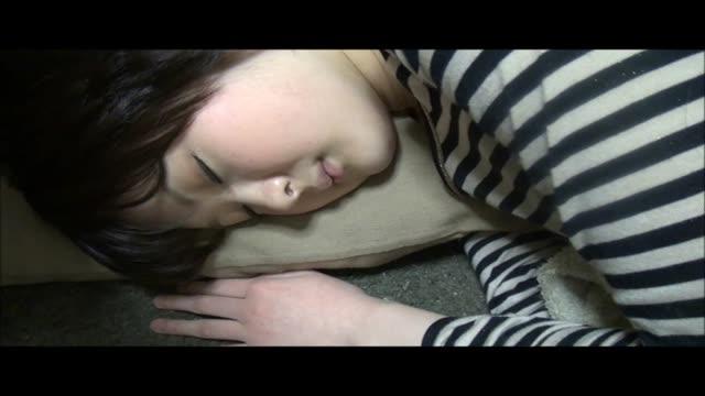 無修正)宅飲みして寝てしまった女友達 | XeroPorn
