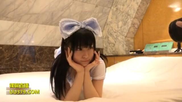無修正 素人(loli)ロリ美少女が撮影会で裸にされてパイパンマンコに中出しセックス | XeroTube
