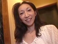 【無修正動画】ノーパンで運転させた五十路妻を人の姿がない場所でカーセックスしてラブホに連れこみ中出し!内村美智子(南原美智子50歳) | XeroPorn