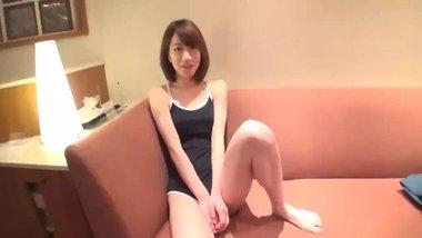 佐々木愛美 超可愛いスレンダーなグラドルの卵をホテルに呼び出し中出しハメ! | XeroPorn