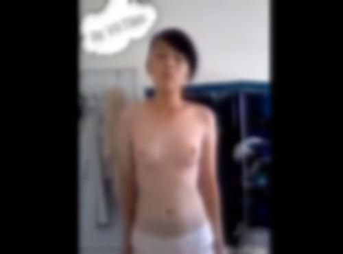 【脱衣オナニー無修正】(loli)ロリパンツのアジアンJCさんが全裸を見せつける自撮り | XeroPorn